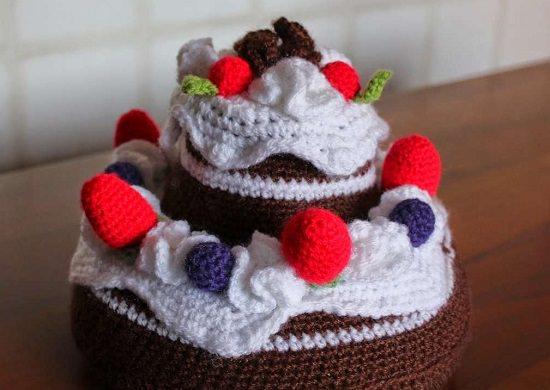 DIY Crochet Cake