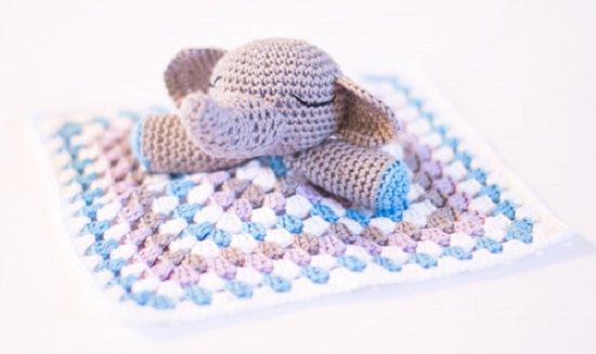Free Crochet Pattern: Elephant Appliqué in 2020 | Crochet elephant ... | 327x550